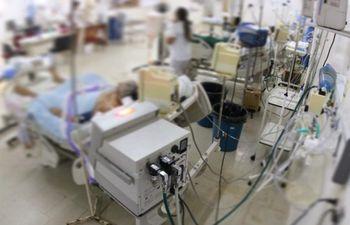 Del total de pacientes que ingresan a la Unidad de Terapia Intensiva, hay una mortalidad de entre el 45% y el 50%.