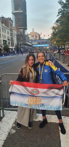Eugenia Peroni y Silvana Rivarola, las dos paraguayas que corrieron la 125° Maratón de Boston, celebrada el lunes.
