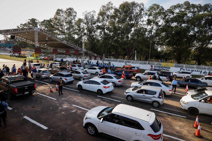 Jornada de vacunación antiCOVID en el autódromo Rubén Dumot, de Capiatá.