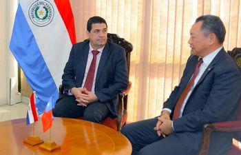 el-titular-de-la-camara-diputados-hugo-velazquez-anr-y-el-embajador-de-china-taiwan-en-paraguay-alexander-yui--215746000000-1581085.jpg