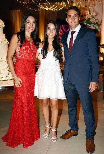 Maia con sus padres Cira de Tapiolas y Víctor Tapiolas.