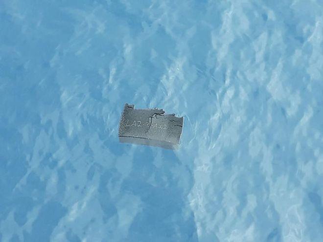 Parte del tanque de combustible del avión chileno desaparecido.