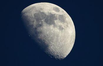 Foto de la luna vista desde el sur de Francia.