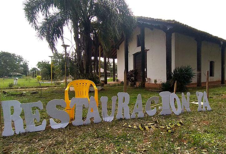 Los pobladores instalaron frente a la iglesia parroquial letras tipo corpóreas con la frase  ¡Restauración ya!