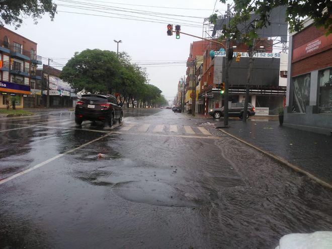 La lluvia se desató un poco después del mediodía.