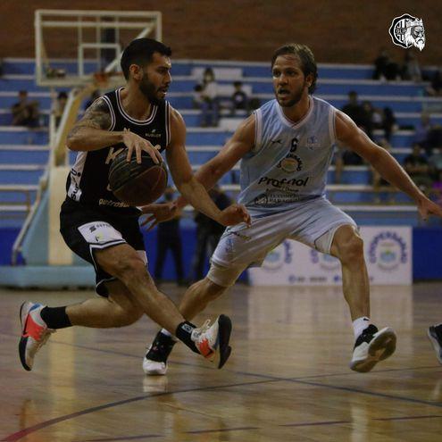 Édgar Riveros y Carlos Vallejos en acción. Foto Olimpia Kings