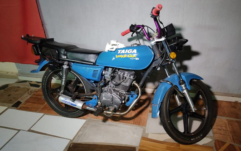 La motocicleta incautada del poder del detenido.