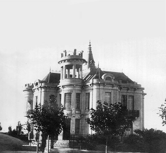 """Chalet """"La Celina"""", construido por Rafael Calzada en la provincia de Buenos Aires en 1910 como regalo para su esposa, la paraguaya Celina González Peña."""