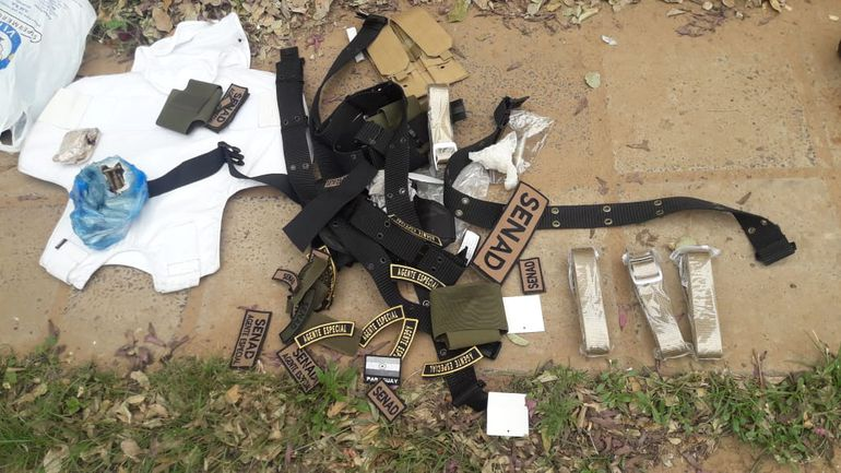 Elementos que fueron encontrados en uno de los vehículos abandonados por los autores del rescate a Samura.