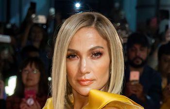 """La actriz estadounidense Jennifer Lopez está rodando con el cantante colombiano, Maluma, la comedia """"Merry me""""."""