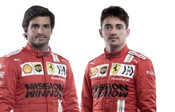 Sainz (i) forma junto a Leclerc la pareja de pilotos de Ferrari más joven desde 1968.
