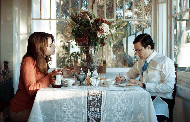 """Maia Nikiphoroff y César Di Bello en una escena de la película """"Pecado original"""" que se exhibe actualmente en varias salas."""