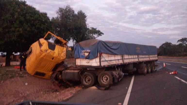 Camión en el que circulaban las víctimas del accidente en Caaguazú.