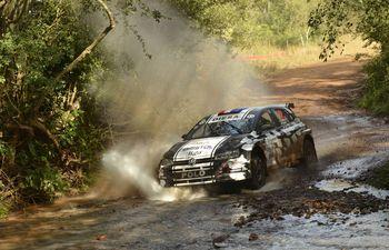 Diego Domínguez y Edgardo Galindo fueron  los más veloces ayer de la primera etapa del Rally de Carmen del Paraná, con el VW Polo GTI R5.