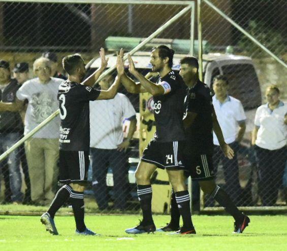 Roque Santa Cruz anotó el gol que le dio el triunfo a Olimpia.