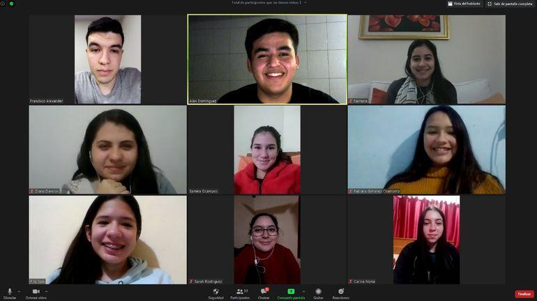 Parte del staff que trabaja en Youth Opportunities Paraguay.