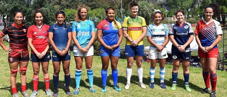 Las capitanas de las nueve selecciones que participaron.