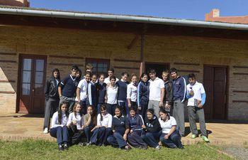 estudiantes-de-carmen-del-parana-122118000000-555615.jpg