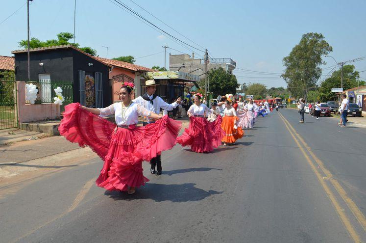 Galoperas cerraron calles de Guarambaré para bailar a la protectora espiritual, Natividad de Maria, cuya fiesta litúrgica se recuerda mañana