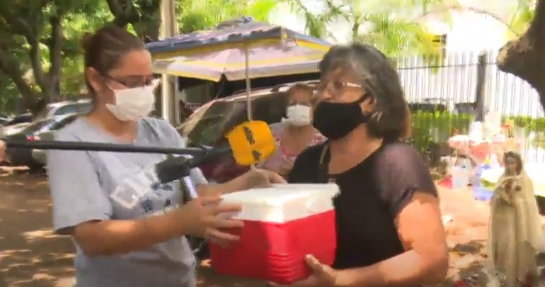 Doña Pablina Cardozo donó hoy medicamentos para pacientes con COVID-19