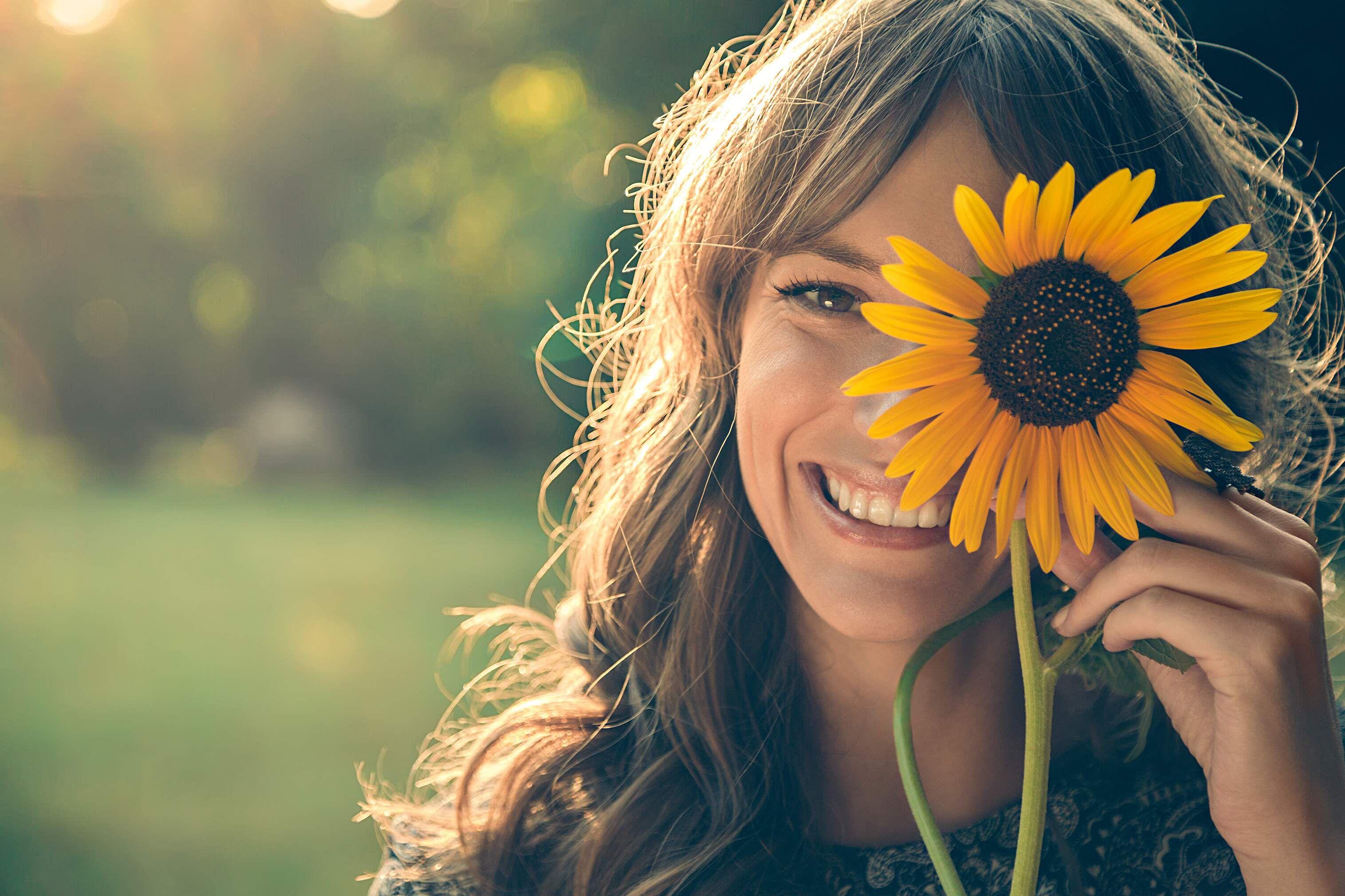 La cercanía de las relaciones familiares estimula los sentidos, generando oxitocina (la hormona de la felicidad) que nos une a los seres humanos.