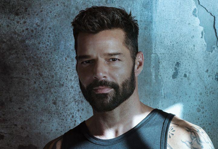 """El cantante puertorriqueño Ricky Martin sorprendió a sus millones de seguidores al lanzar sin previo anuncio un EP titulado """"PAUSA"""" en todas las plataformas digitales."""
