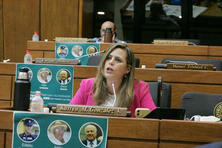 Kattya González (PEN), presidenta del Frente Parlamentario contra la Corrupción e Impunidad.