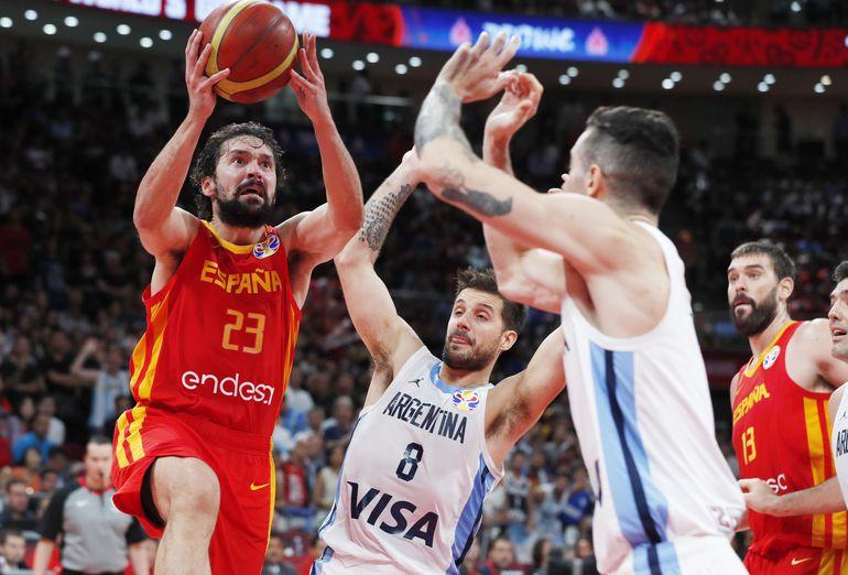 España derrotó a Argentina por x x