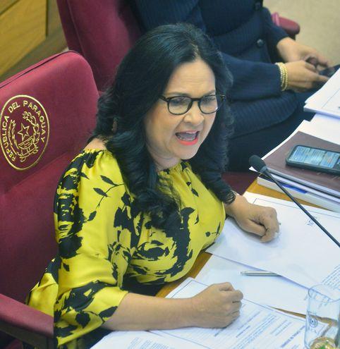 Este martes 14 se trata en sesión virtual extra del Senado el pedido de pérdida de investidura de la imputada senadora María E. Bajac (PLRA, llanista). Habría votos para su expulsión.