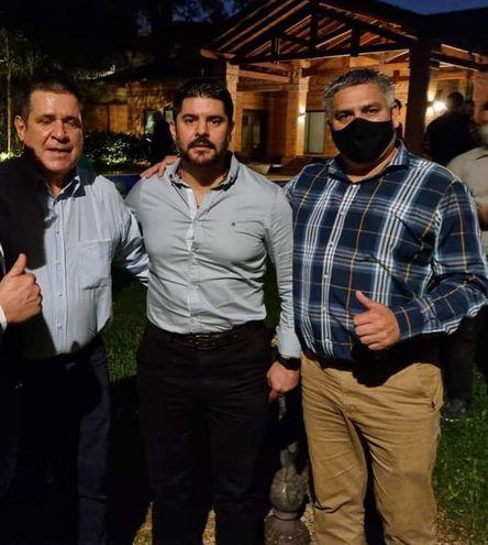 (De izquierda a derecha) César Ojeda, Óscar Rodríguez exintendente imputado y candidato al rekutú y Horacio Cartes expresidente.