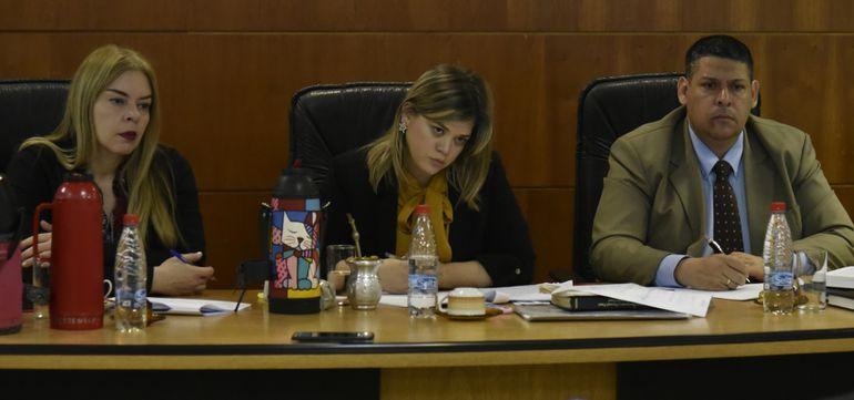 El tribunal de sentencia integrado por los jueces Cynthia Paola Lovera, María Fernanda García de Zúñiga (nuera del exsenador liberal Miguel Abdón Saguier) y Carlos Zárate Pastor.