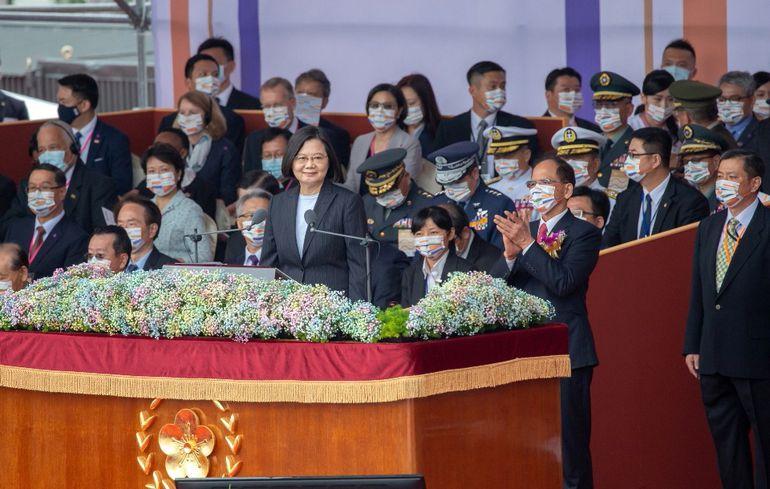 Tsai Ing-wen, presidenta de Taiwán, con autoridades del país.