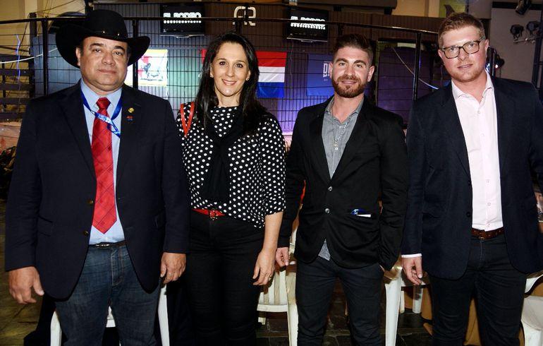 Manuel Cardozo, Nora Leoz de Cardozo, Agustín Vagnoni y Jesús Vagnoni.
