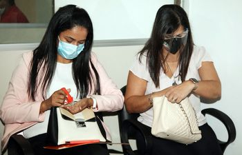 Nidia Ojeda Godoy y Patricia Ferreira Pascottini, procesadas por la falsificación de facturas para la importación de medicamentos de comercialización prohibida en nuestro país.