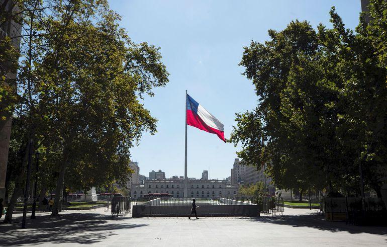 Chile vuelve a confinar a más de 16 millones de personas en un intento por frenar el alza de contagios.