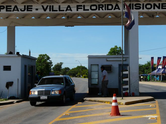 El ex peaje de Villa Florida podría ser transformado en pórtico turístico.
