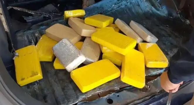 Las tabletas de droga encontradas por los policías brasileños.