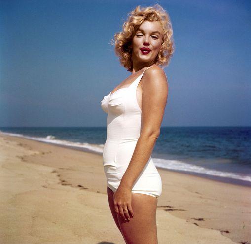 """Marilyn Monroe en una sesión fotográfica que forma parte de la exposición """"Divine Marilyn"""",  en Francia."""
