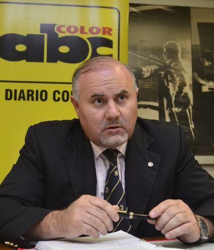 El abogado Federico Campos López Moreira, miembro de la Coordinadora de estafados por González Daher.