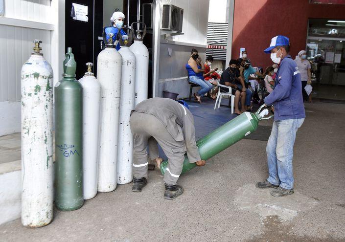 Las autoridades sanitarias aseguraron ayer la provisión de tanques de oxígeno en los hospitales.