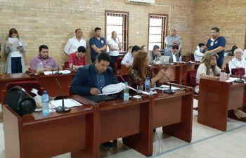 Los miembros de la Junta Municipal de Ciudad del Este, esta tarde durante la sesión ordinaria.