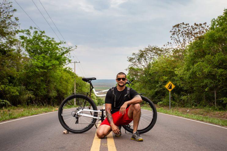Alexander Ghiringhelli, paraguayo que realizará un recorrido por Sudamérica en bicicleta paraguaya.