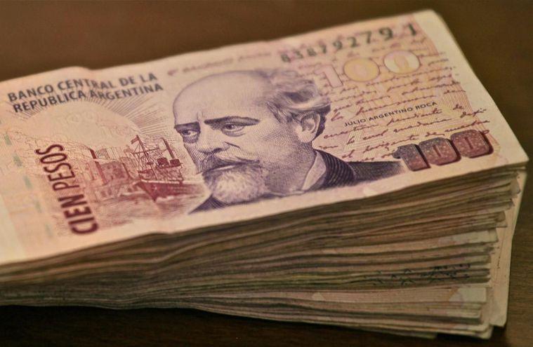 Peso argentino sigue cayendo ante el dólar americano.