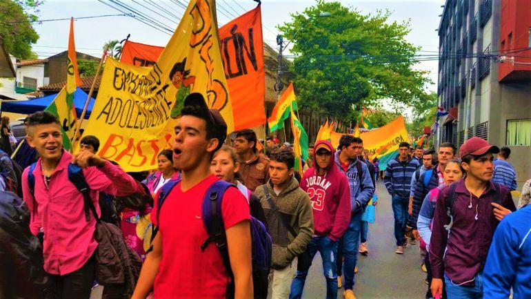 La Juventud Paraguay Pyahura marcha por tierra, educación y trabajo