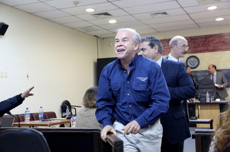 Walter Bower exministro del Interior, tras culminar el juicio.