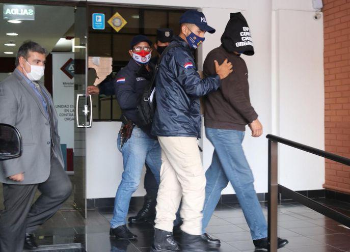 El exjefe de Seguridad del presidio, Ricardo Ortiz, abandonando la sede del Ministerio Público tras declarar ante los fiscales.