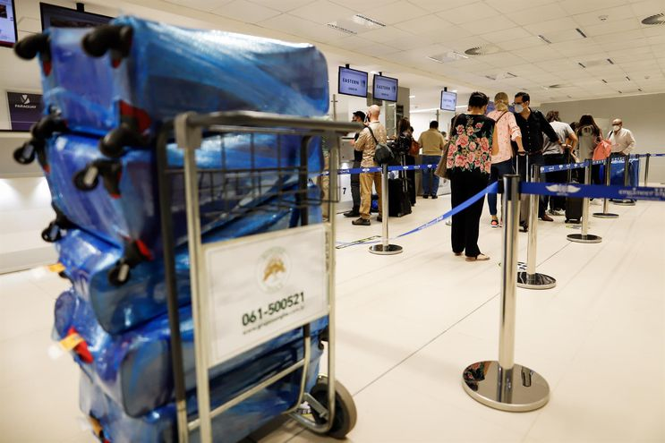 Pasajero se preparan para el embarque en el aeropuerto internacional Silvio Pettirossi.