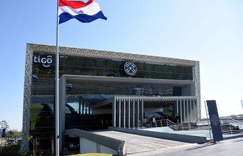 Fachada de la nueva sede de la Asociación Paraguaya de Fútbol que se encuentra en Ñu Guasu.