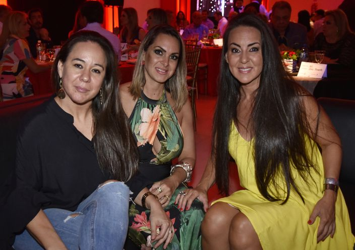 Carolina Serrati de Irún, Romina Pérez de De Gásperi y María Serrati.