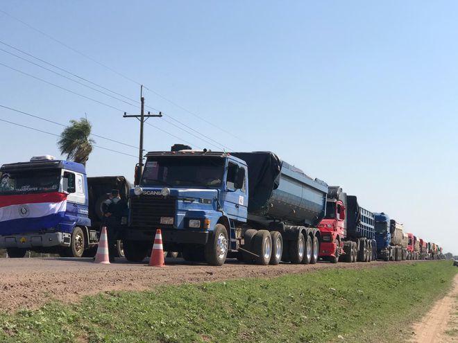 Transportistas de Ñeembucú reclaman pago por servicios prestados
